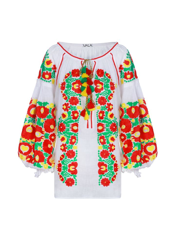 Blouse with bright embroidery